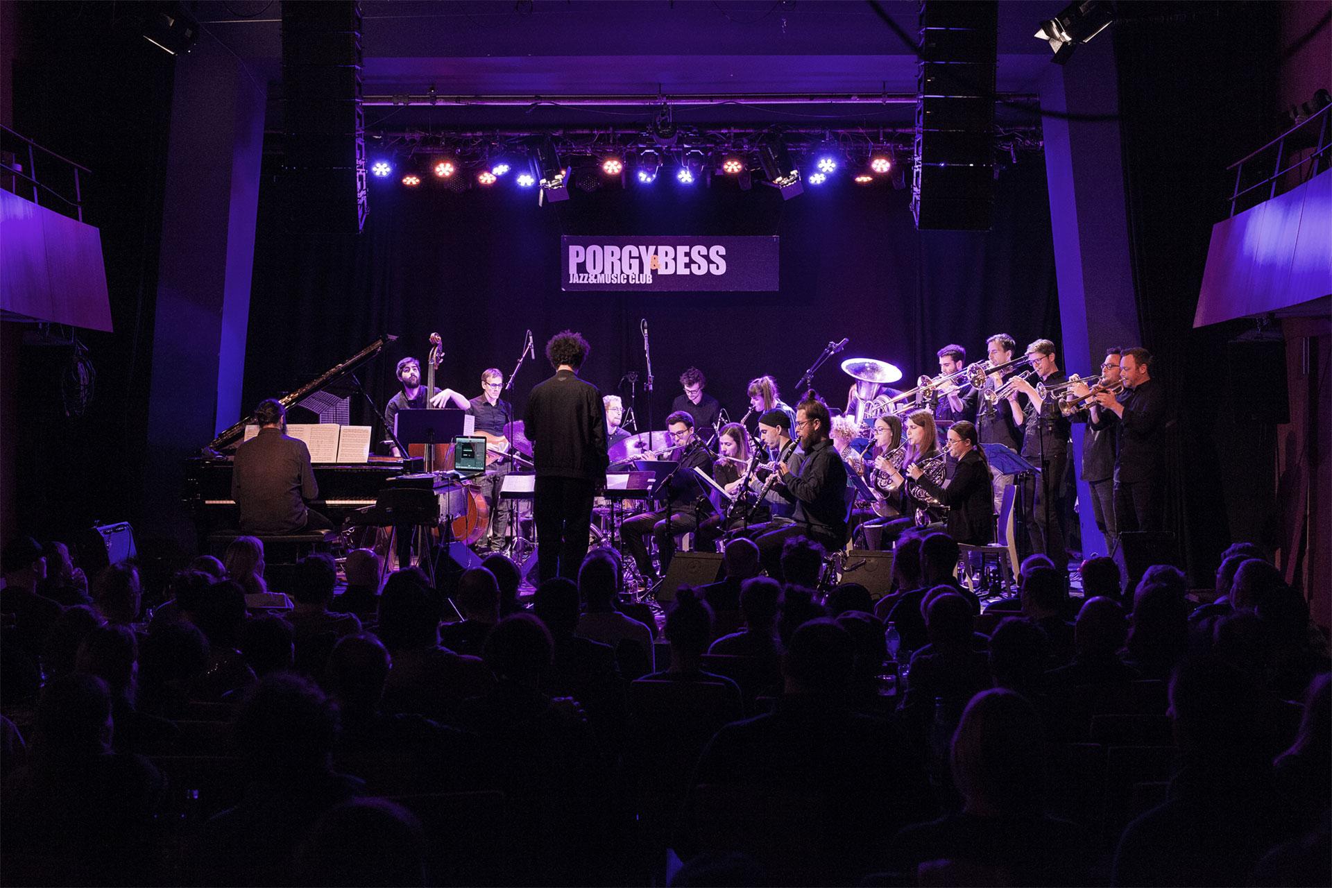 """Das """"Ralph Mothwurf Orchester"""" ist ein 22köpfiges Ensemble zusammengestellt aus ProfimusikerInnen."""